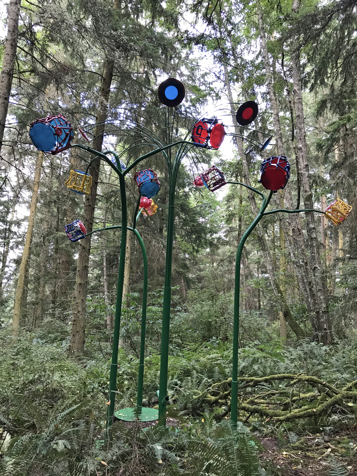 Playa Flowers sculpture by sculptor Jeff Tangen at Price Sculpture Forest