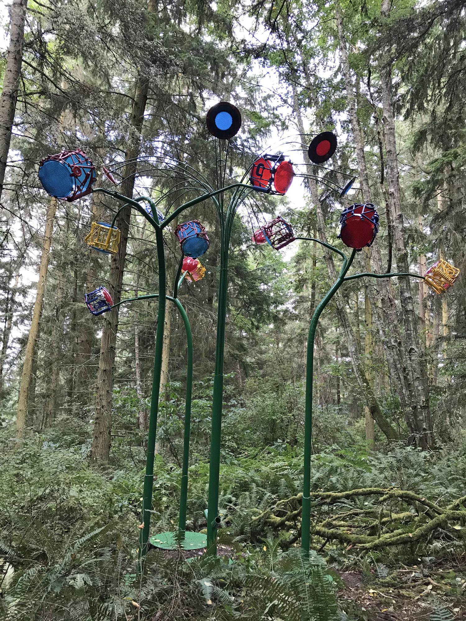 Playa Flowers sculpture by sculptor Jeff Tangen at Price Sculpture Forest