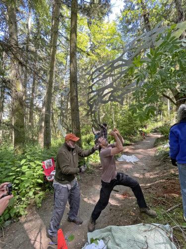Ken Price, Sky Lewis, Bob Davenport, Rose Neal raising Daniella Rubinovitz' Flying Fish at Price Sculpture Forest